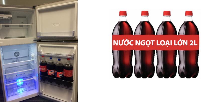 Khay cửa ngăn lạnh lớn chứa được 4 chai nước ngọt loại 2 lít